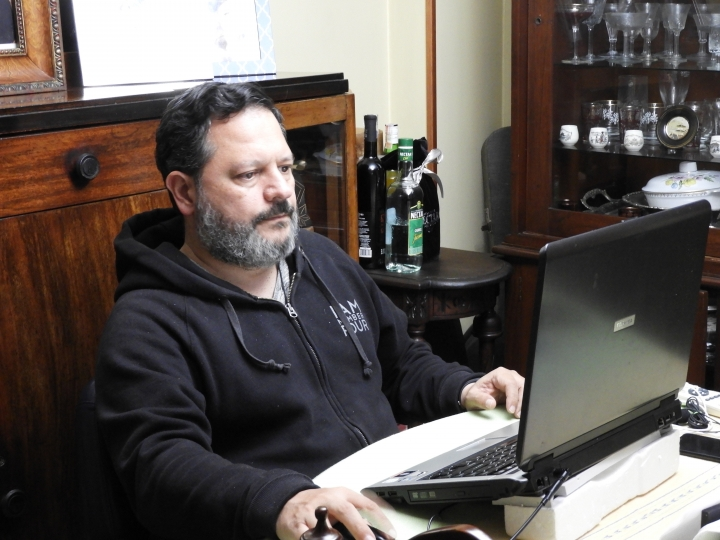 Un productor en casa nos cuenta cómo ejercer su trabajo para el noticiero de Caracol TV