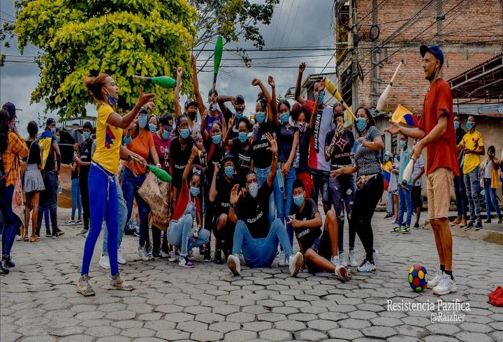 Manifestantes en Tumaco se movilizan en contra de las reformas del gobierno.