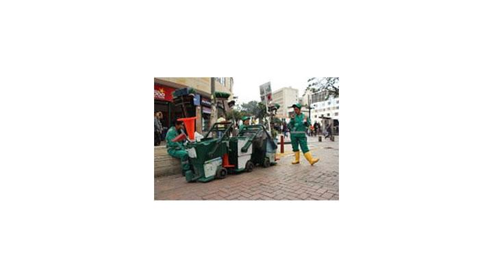 Encargados del aseo en el centro de la ciudad.