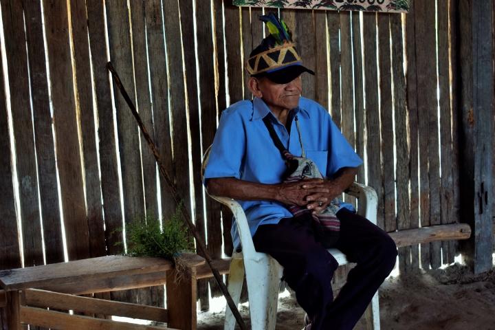 Abuelo y partero tradicional huitoto