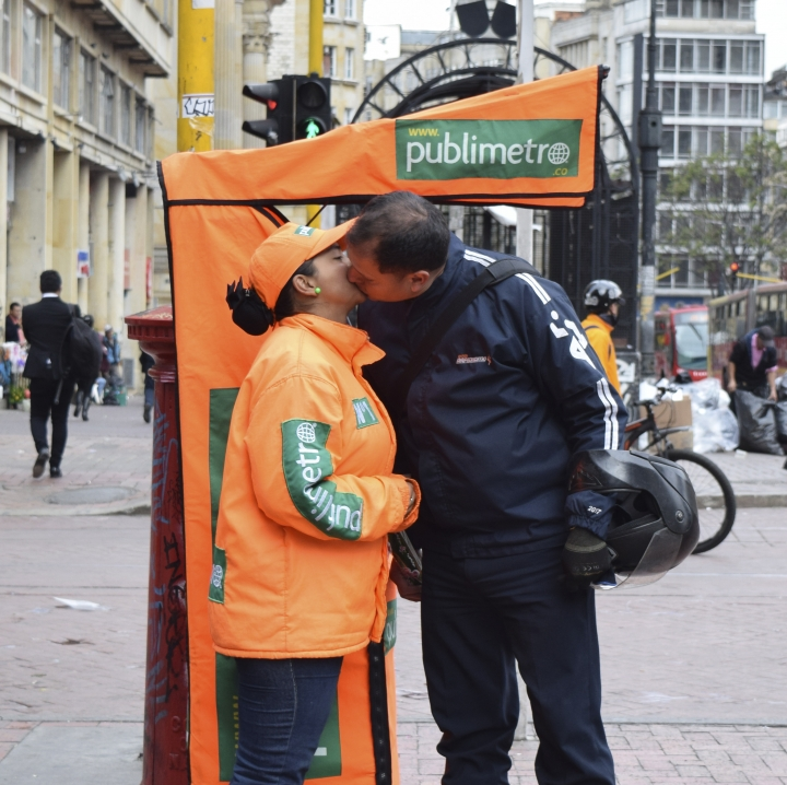 Un beso después de trabajar. Foto: Sarah Sofía Castillo