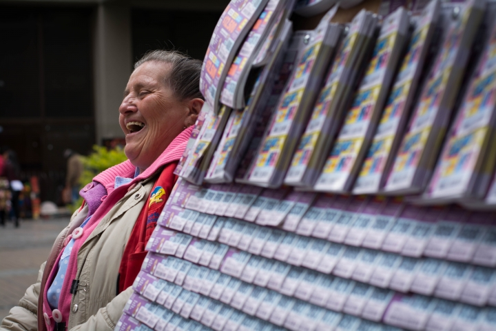 El premio de la lotería. Foto: Julián Ríos