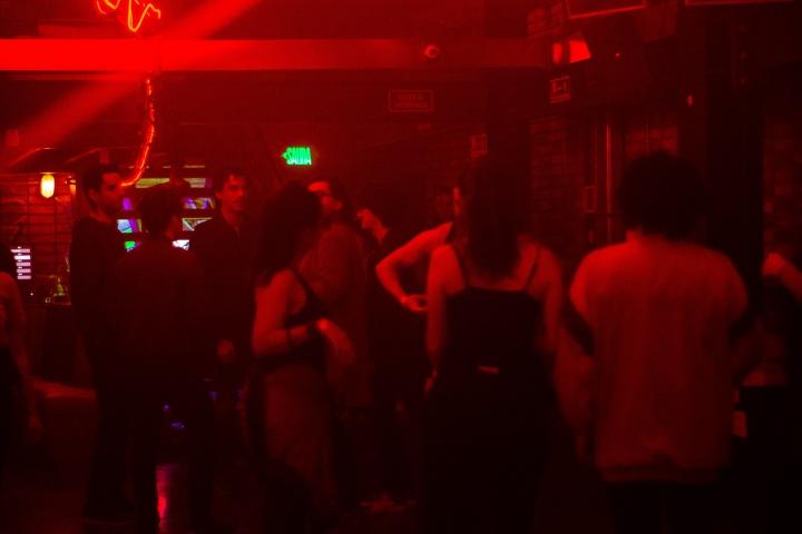 Entre látigos y cabinas: dos fiestas sexuales en Chapinero