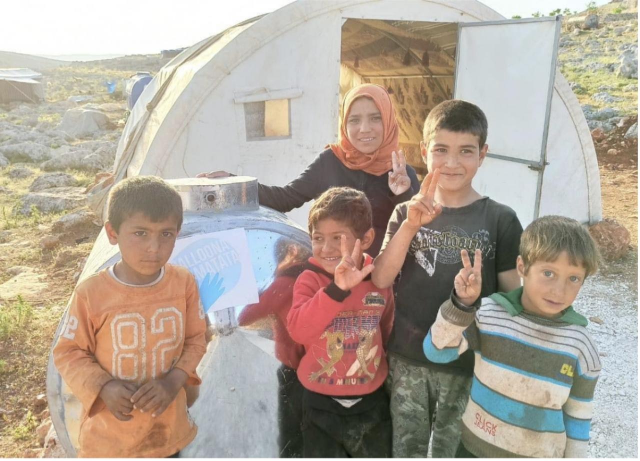 Balloona Matata, activistas independientes ayudan a refugiados sirios en Idlib