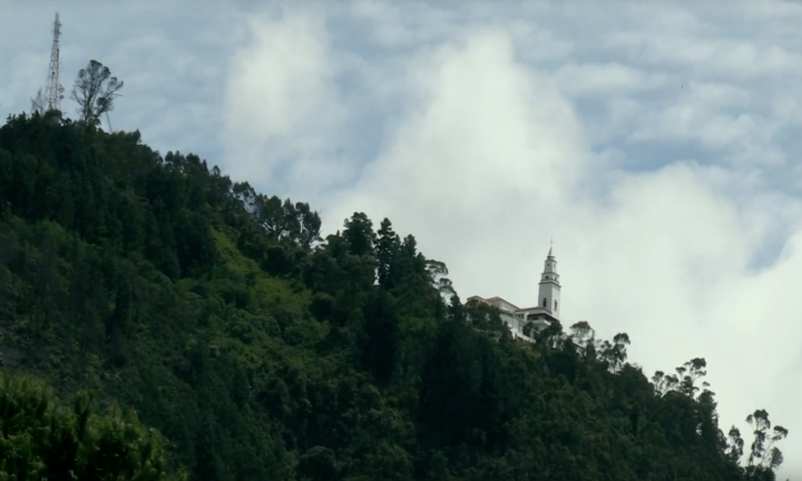 Monserrate, construcción ícono de los cerros Orientales de Bogotá.