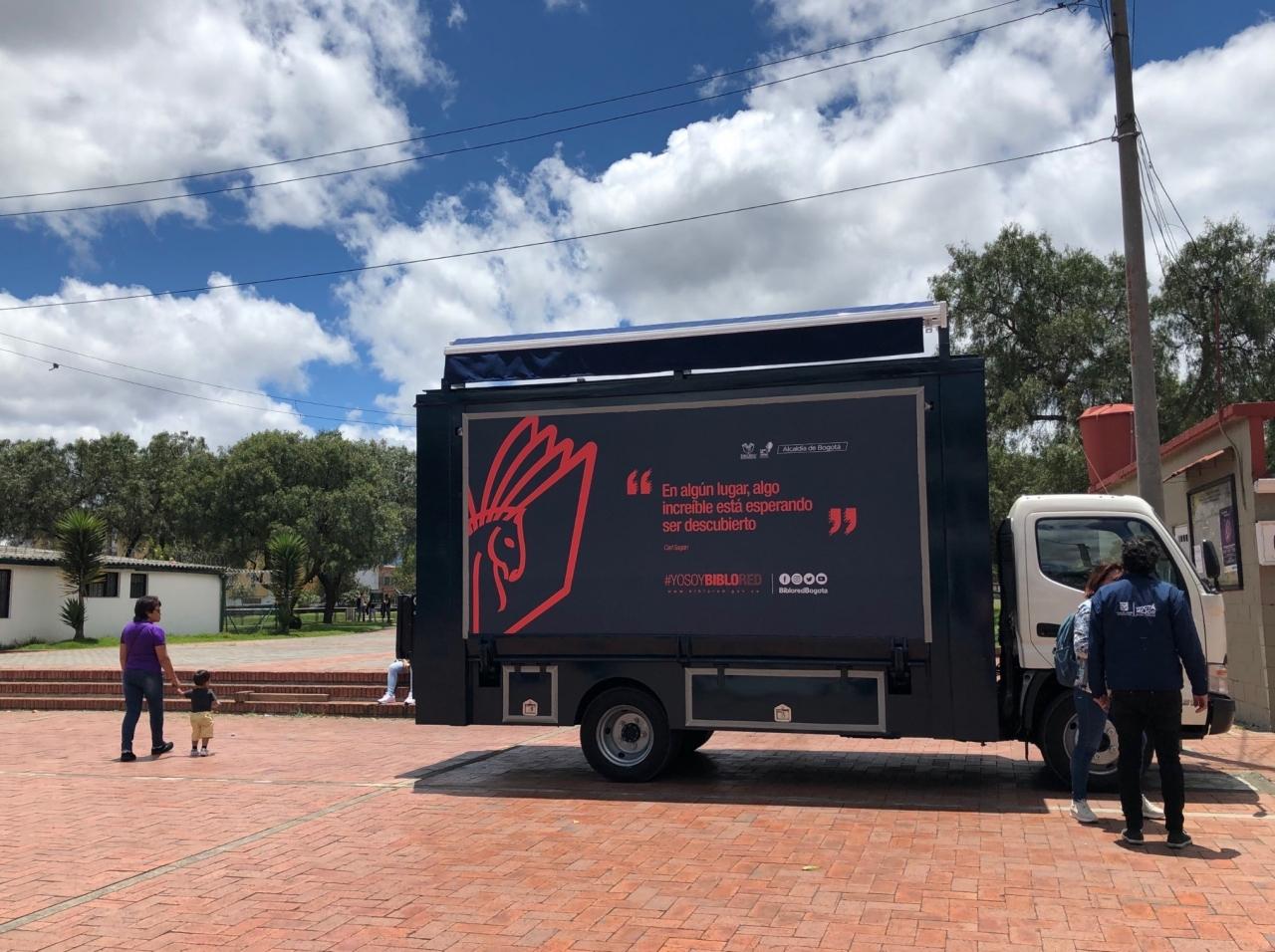 Biblomóvil: el camión que quiere llevar libros a todos los rincones de la capital