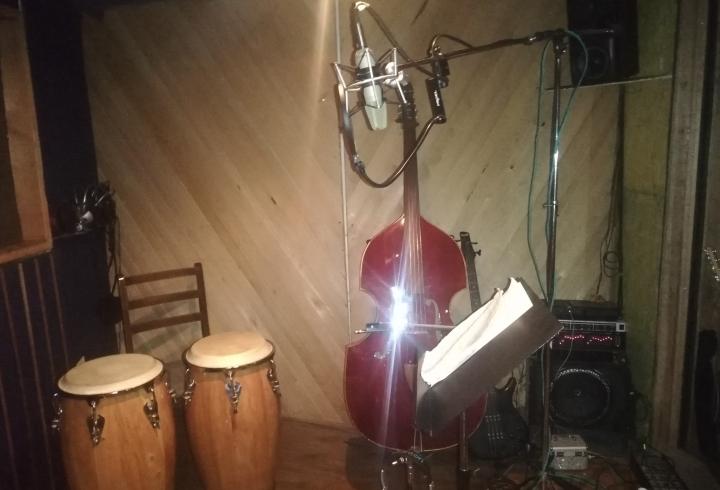 Cabina aislada acústicamente para la grabación de sonido en HC Records.