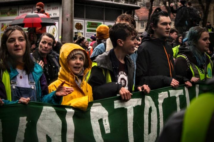 Greta Thunberg liderando la marcha en Bristol