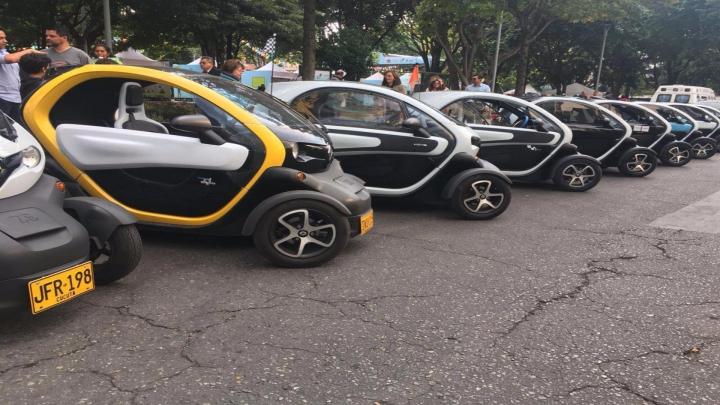 Carros tipo Renault Twizy. Bogotá