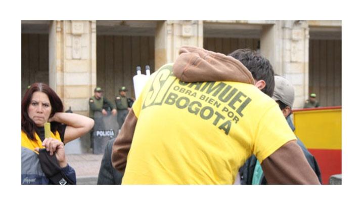 Varios simpatizantes de Samuel Moreno se manifestaron frente a la sede de la Alcaldía