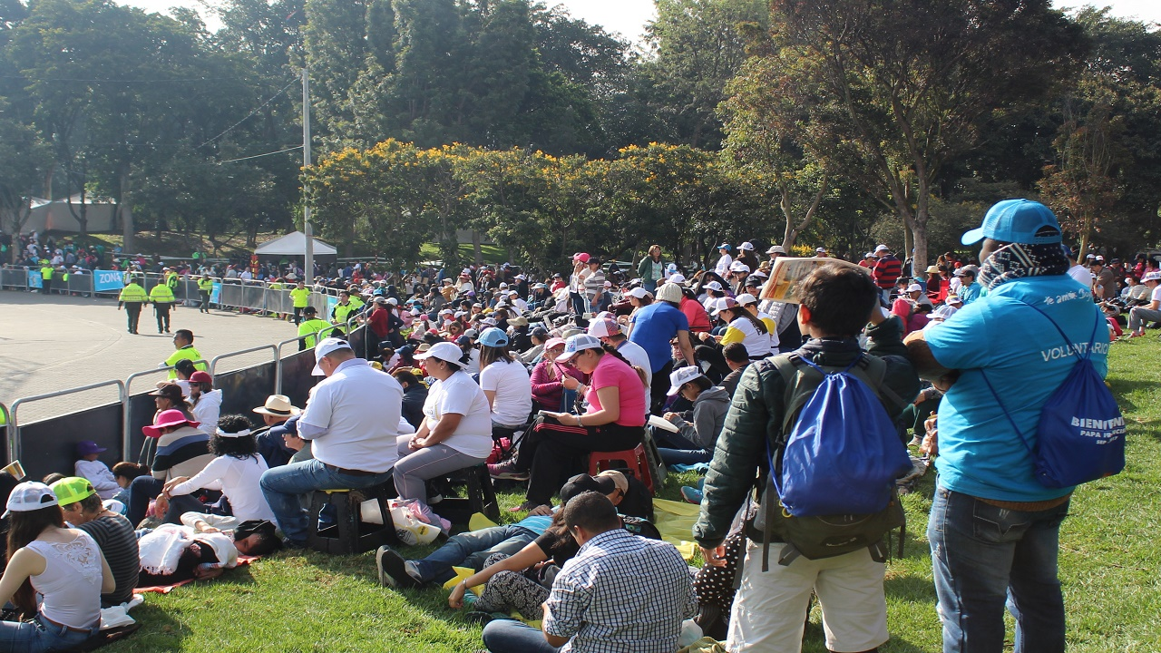 Miles de colombianos se reunieron en el parque Simón Bolívar para ver al papa Francisco