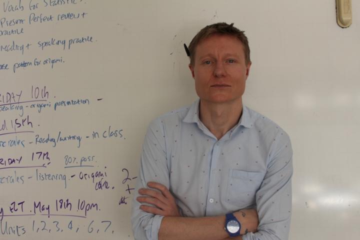 Sam Gibson también dicta cursos de diplomacia, derechos humanos y conflictos internos en la Universidad del Rosario.