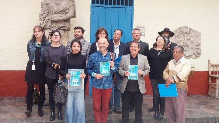 Directores de los teatros ganadores junto a la secretaria de Cultura, Recreación y Deporte.
