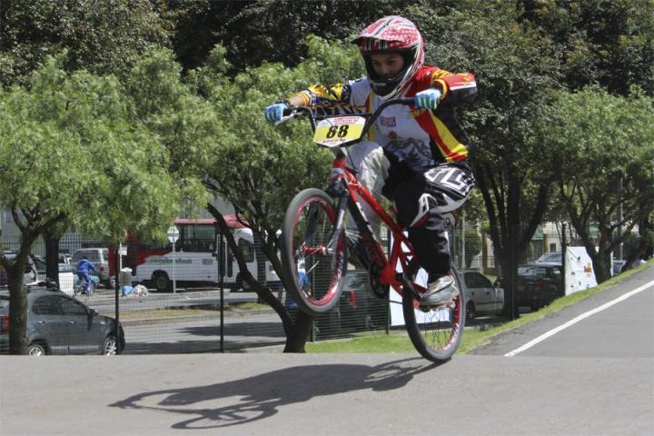 Extraordinarios saltos y trucos representaron el bicicross durante toda la competencia. Deporte que le ha dado reconocimientos y triunfos a Colombia.