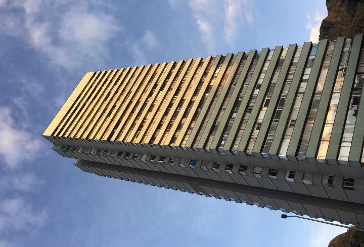 Torres de Fenicia frente a estación 'Universidades'