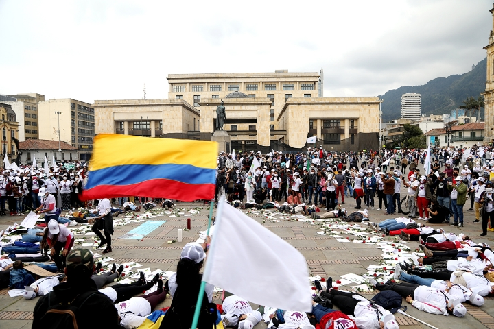 Performance de mujeres de las FARC en la Plaza Simón Bolívar de Bogotá (2020)