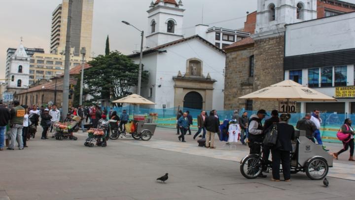 La Carrera Séptima es uno de los escenarios en donde más se concentra la informalidad en Bogotá. Foto: María Angélica Chica