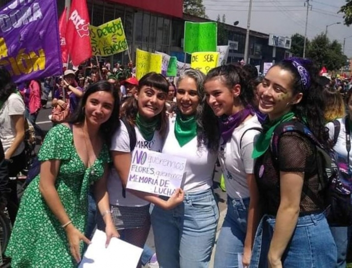 María José Pizarro en marcha feminista en Bogotá