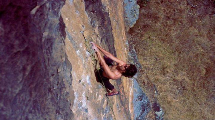 Alberto Camargo practicando el montañismo