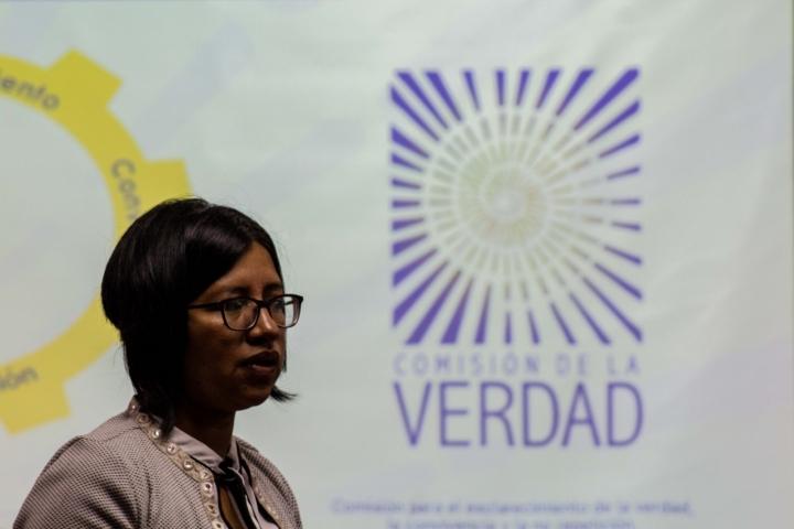 Milena Mazabel en la conferencia 'Medidas para la participación de los pueblos indígenas en el sistema integral de verdad, justicia y reparación'.