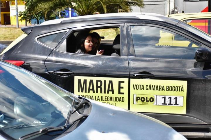 Caravana haciendo publicidad a Maria Edilia Botero, candidata a la Cámara de Representantes por el Polo Democrático. Crédito: Nicolás Achury
