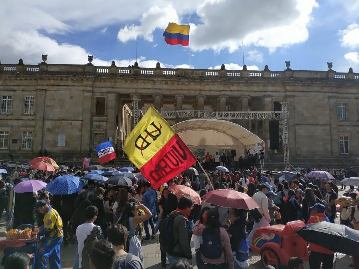 Poco a poco iban llegando estudiantes que salían a marchar desde las diferentes sedes de las universidades y colegios públicos.