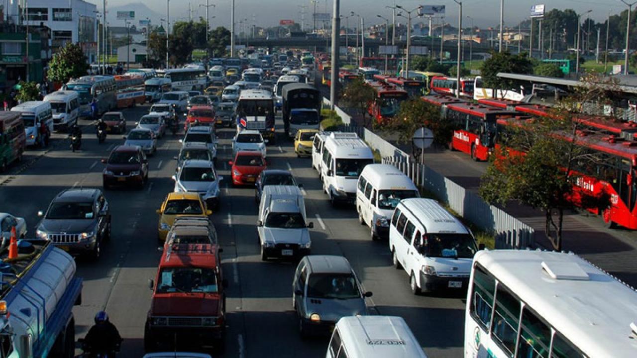Movilidad en Bogotá: el debate entre Transmilenio y el metro