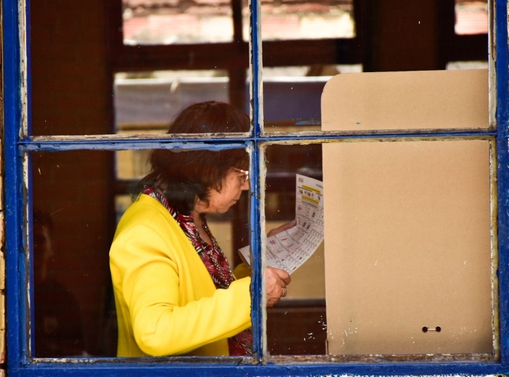 Votante en un puesto de Puente Aranda. Foto: Nicolas Achury