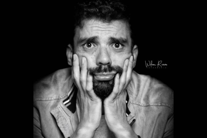 Rafael López y su comedia, para reflexionar además de reír