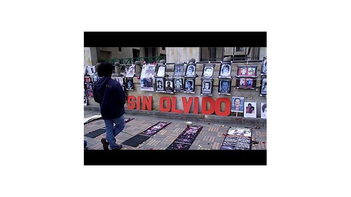 Celebración Día Internacional de las Víctimas de Desaparición Forzada. Plaza de Bolívar.