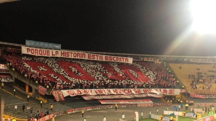 Hinchas de Santa Fe en el estadio El Campín