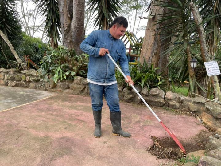 De la limpieza del lugar se encarga Andrés Castro, de 21 años, quien trabaja allí desde hace 5 meses.