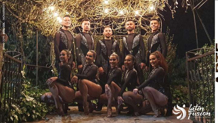Bailarines de ritmos latinos