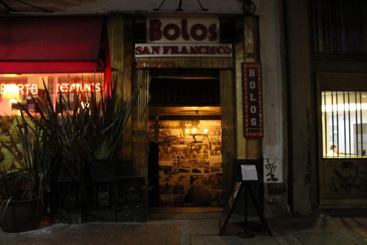 La bolera se encuentra ubicada sobre la avenida Jiménez (calle 13), arriba de la carrera Séptima.