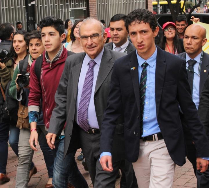 El candidato presidencial Humberto De la Calle en su cierre de campaña. Foto: Sebastián Castro