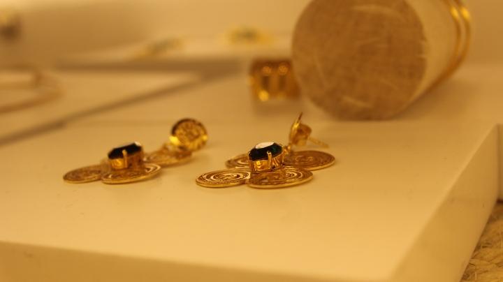 Aretes de la colección presentada por la marca Alejandra Valdivieso.