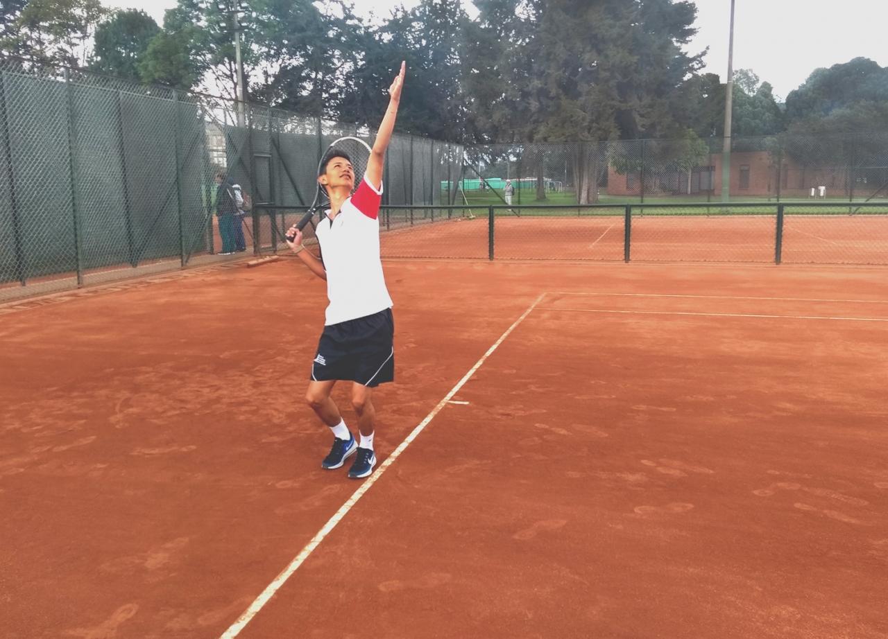 Los tenistas profesionales en Colombia se hacen solos